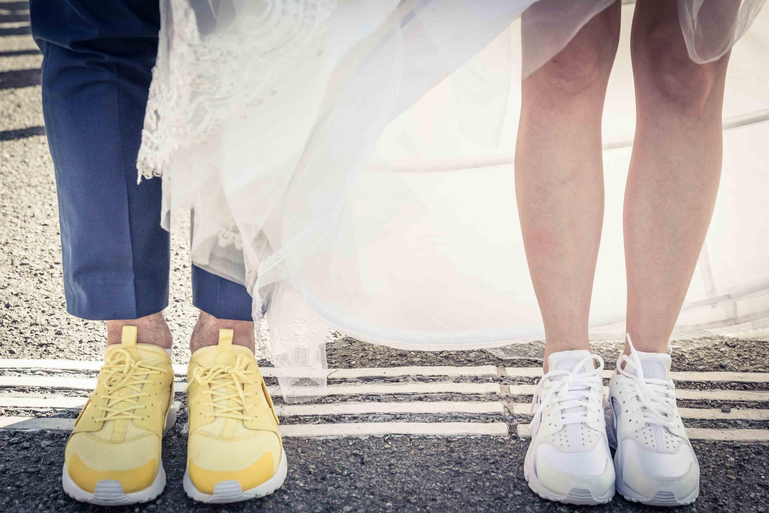 mariage en basket photo de couple thématique de couleur touche jaune