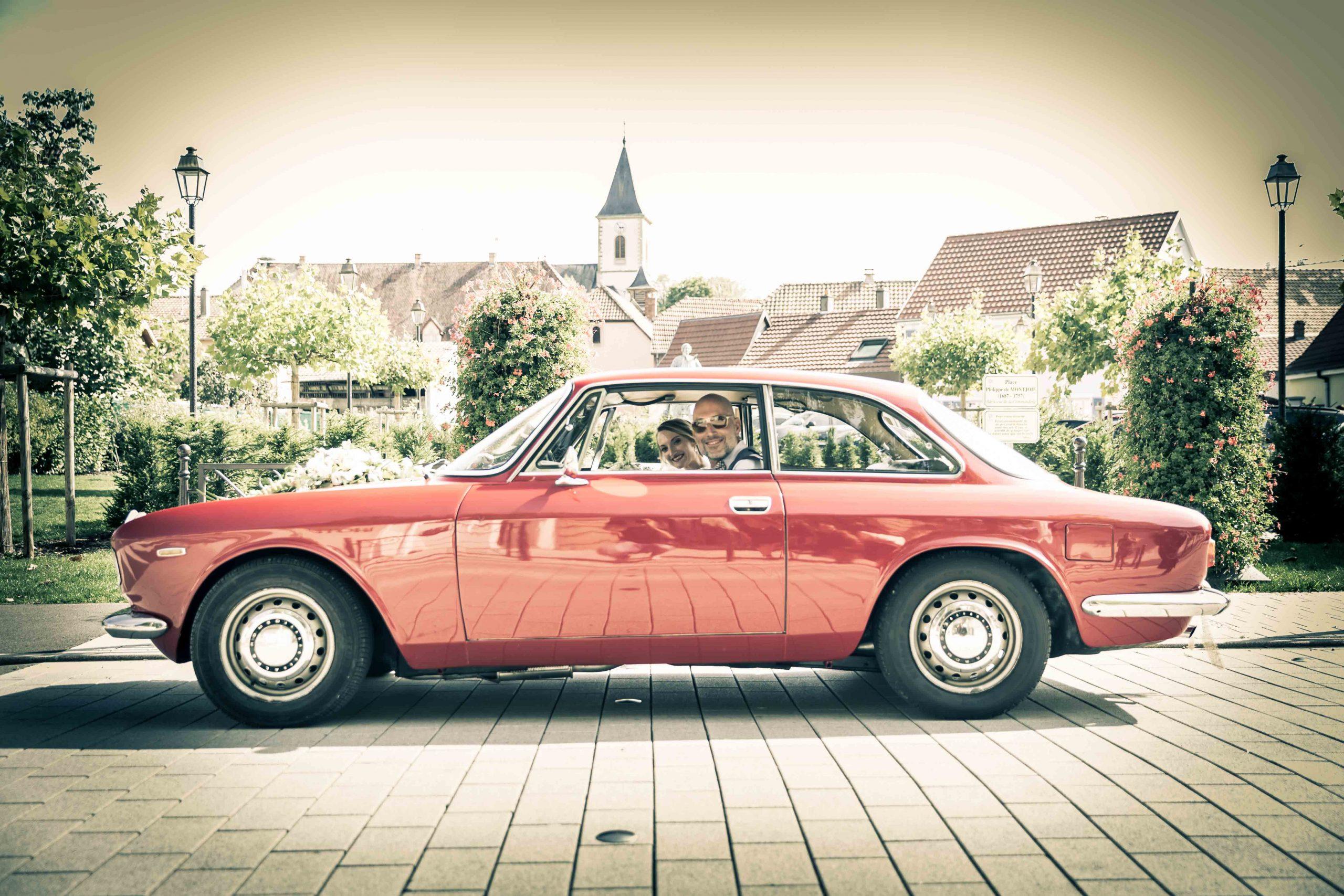 l'arrivée de la mariée en voiture américaine lors d'un mariage à Rixheim