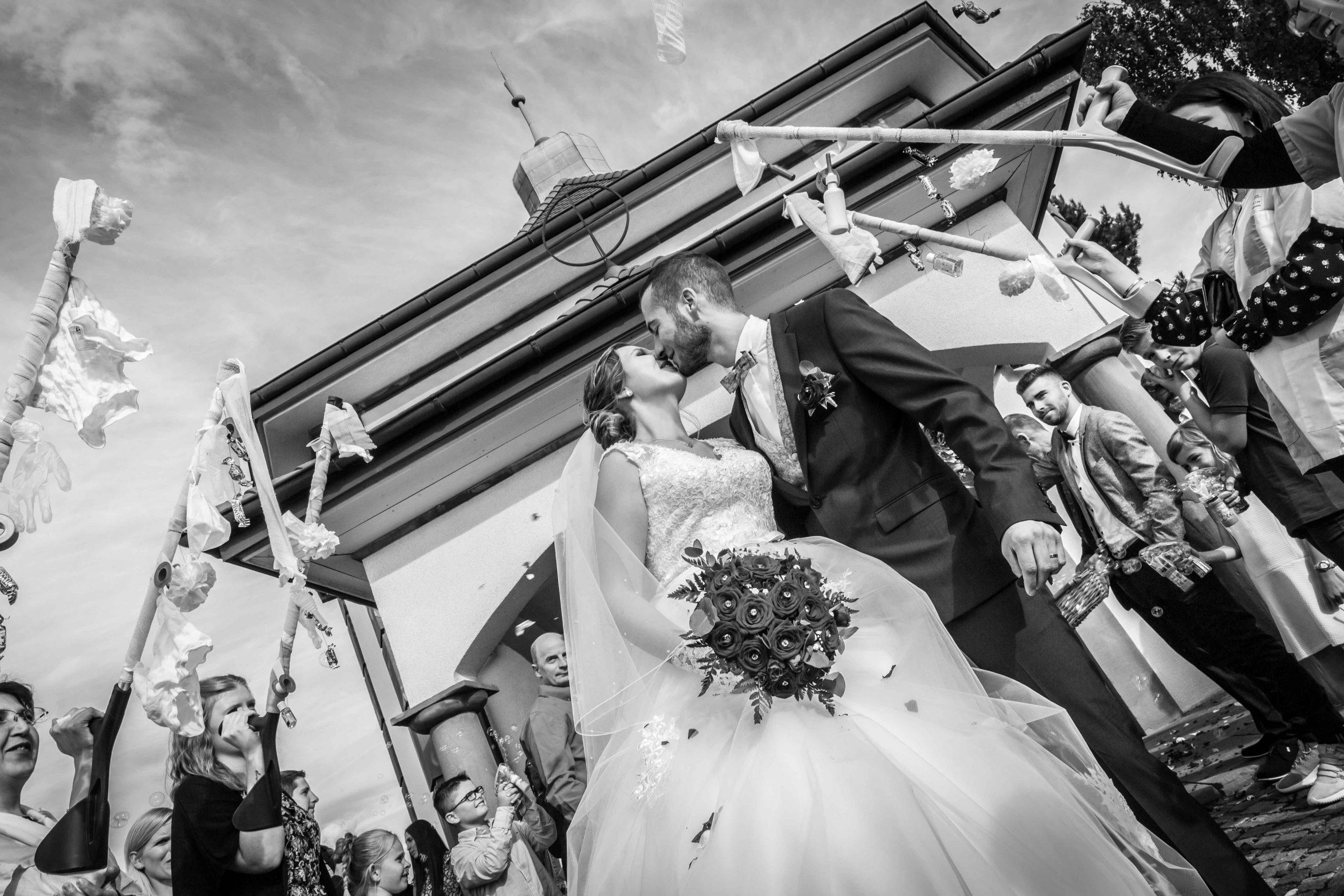 sortie d'église pour les mariés en Alsace