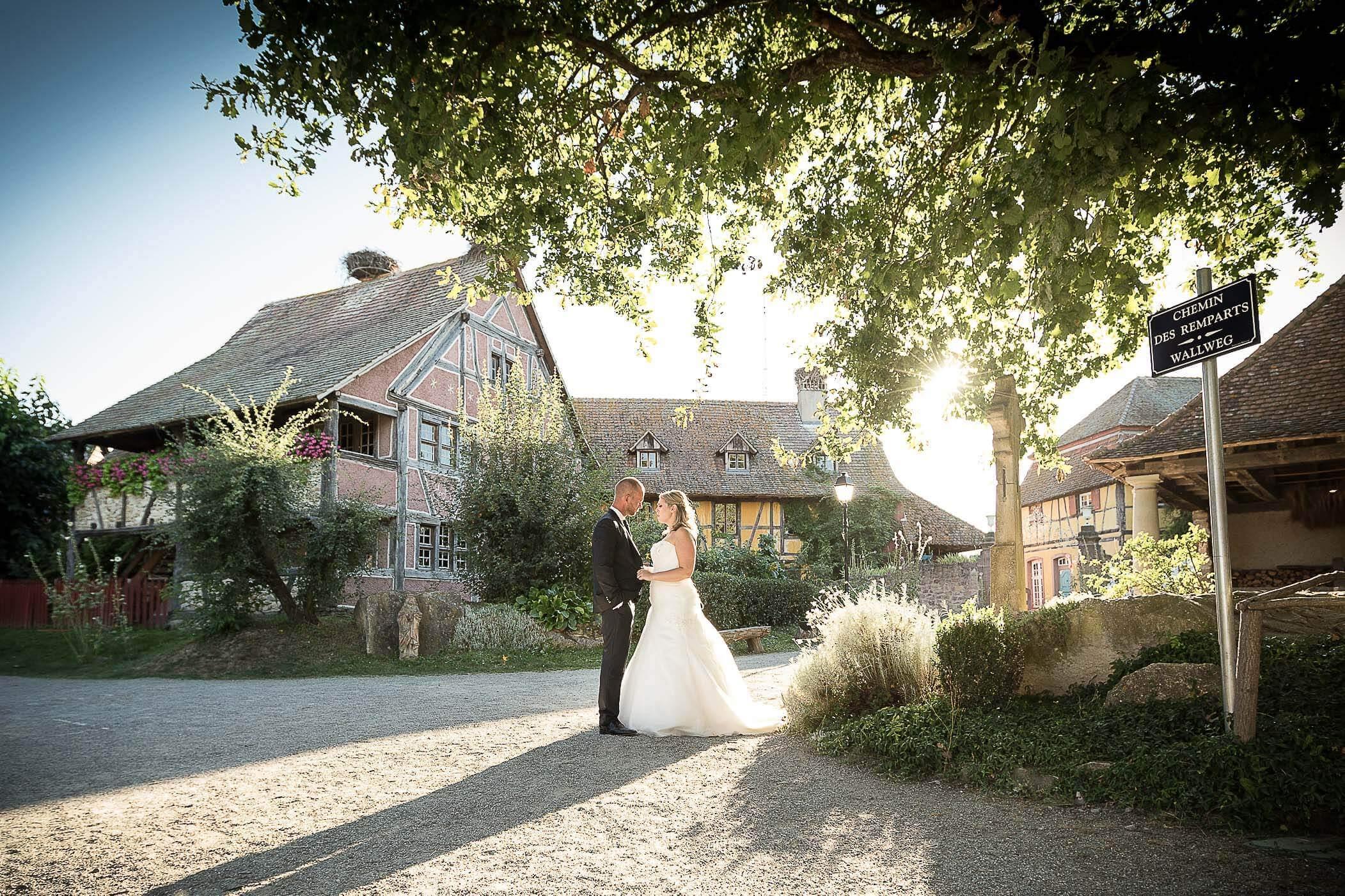 séance photo de mariage à l'Eco-Musée d'Alsace Haut-Rhin Ungersheim
