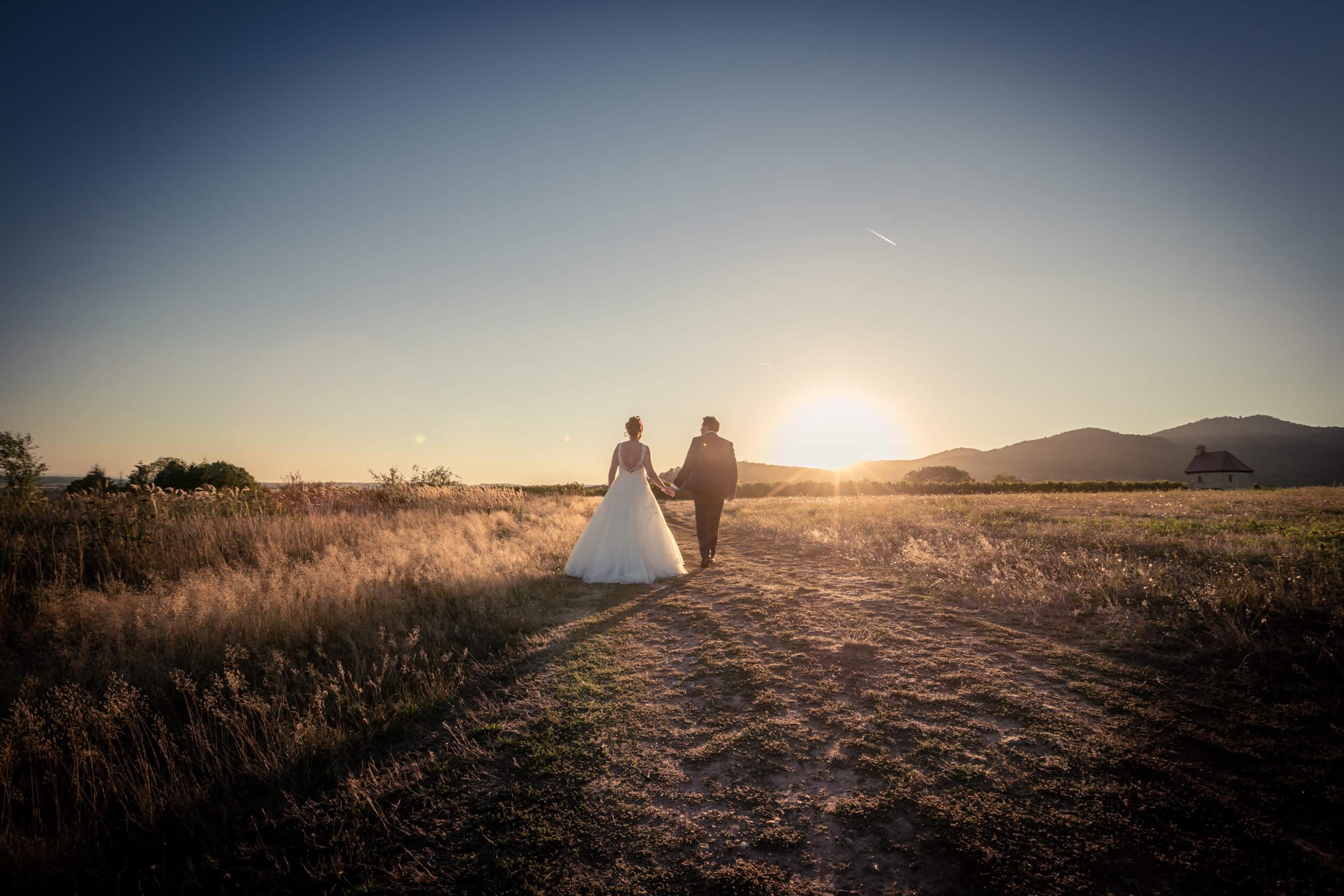 séance photo au coleil couchant en Alsace, mariage en Alsace