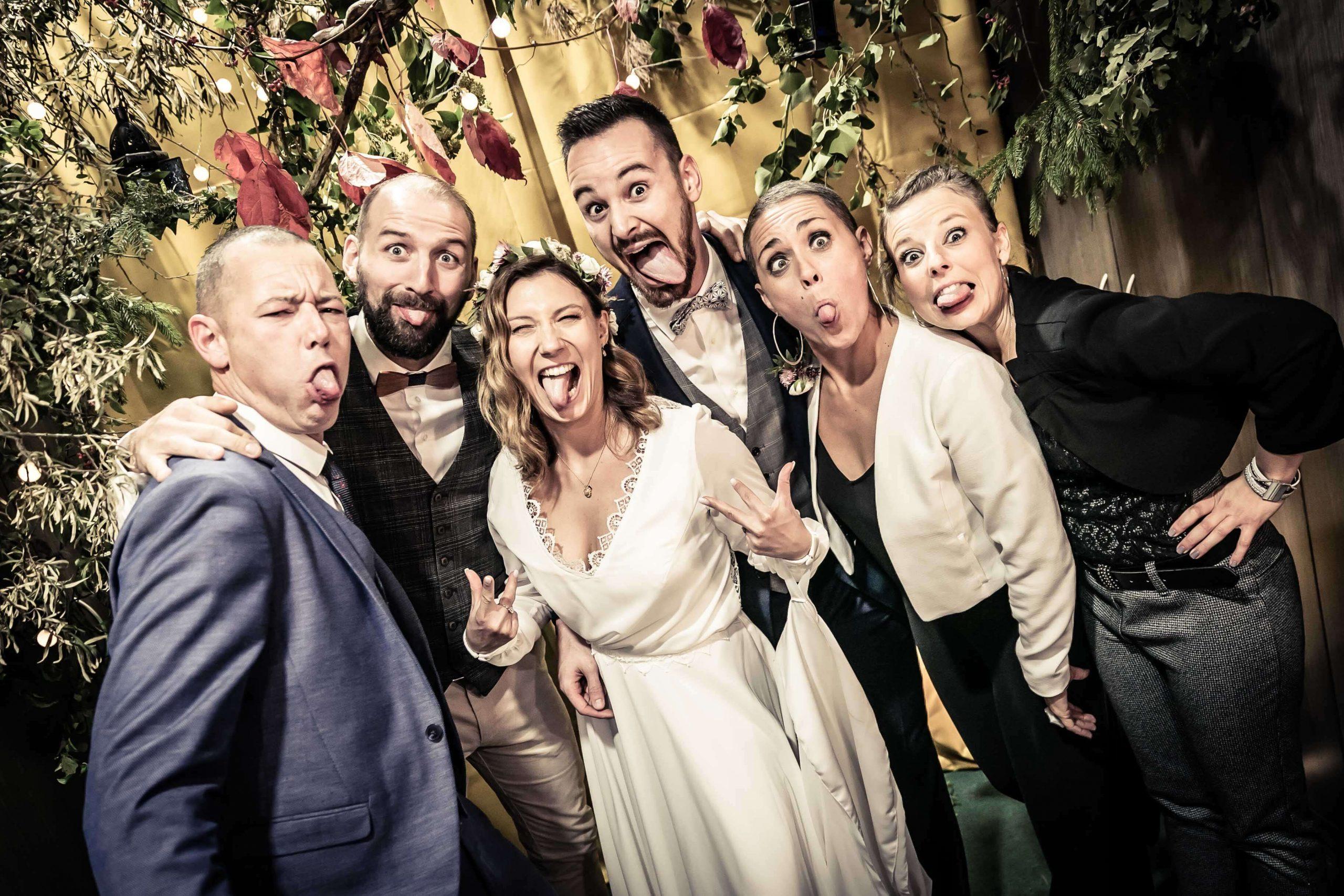 photo de mariage drôle et délire pendant le vin d'honneur
