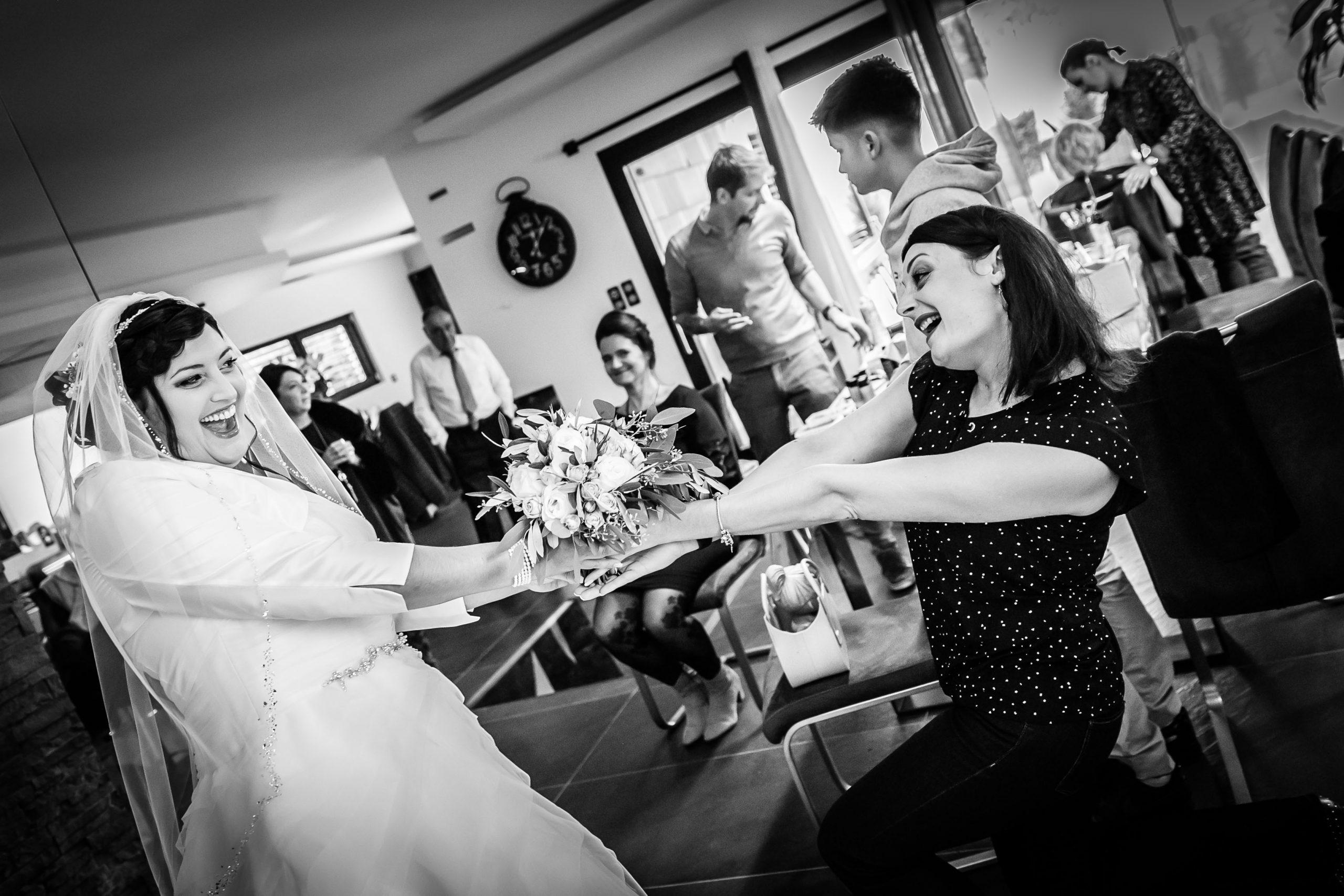 photos drôle et émouvante pendant ce mariage à Saint-Louis dans le sud de l'Alsace
