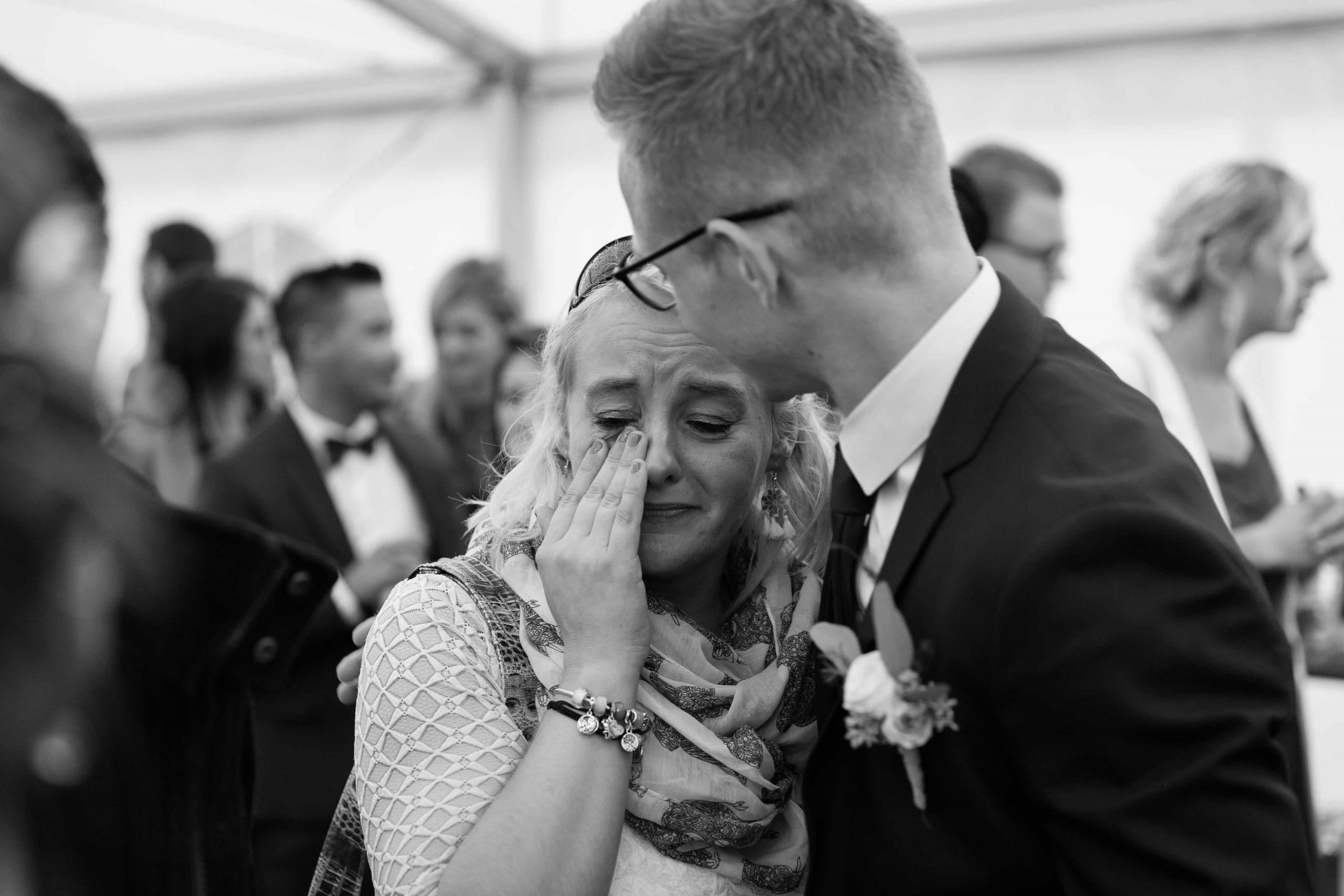 l'émotion d'une maman au mariage de son fils