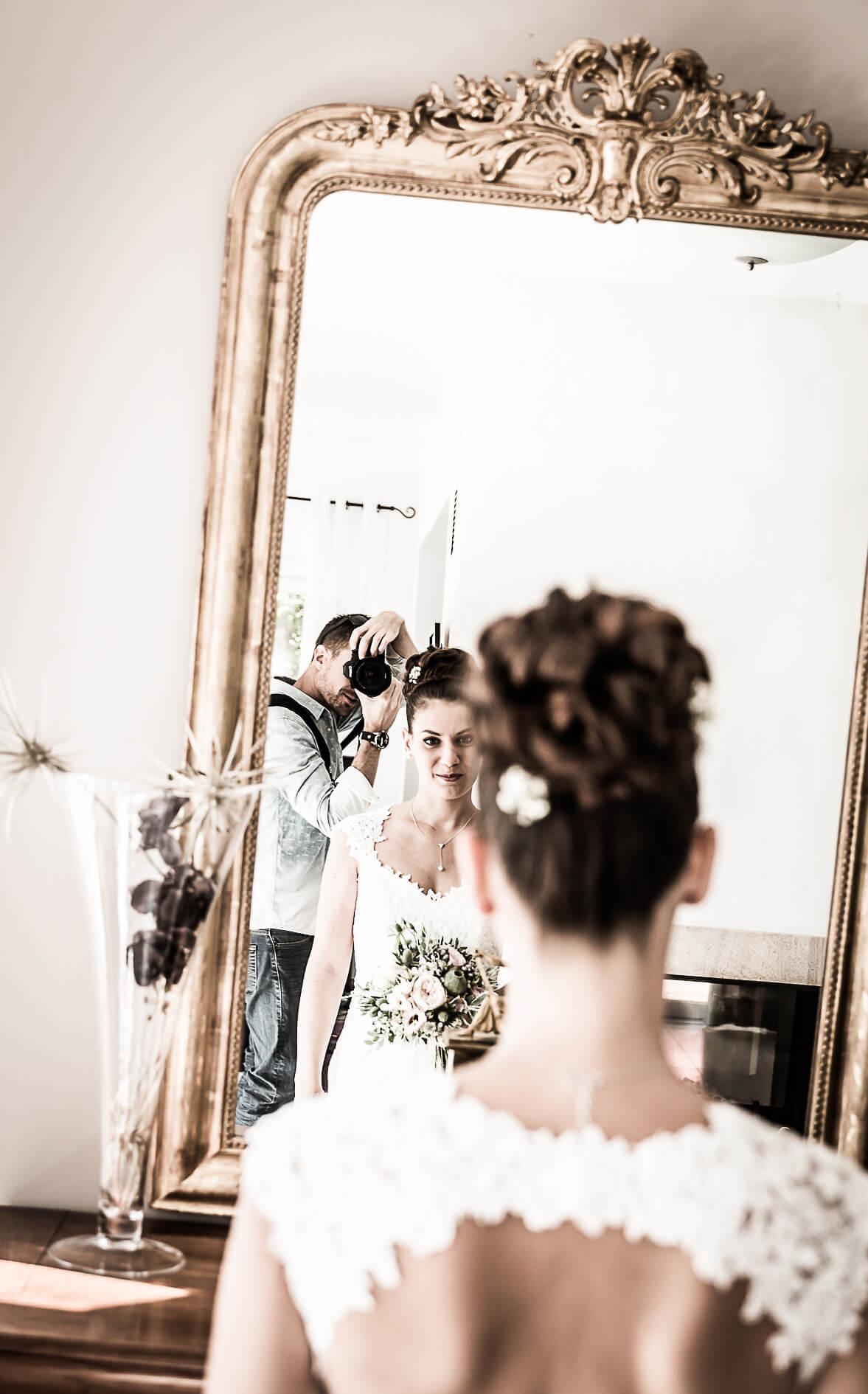 selfie de photographe pendant les préparatifs de ce mariage dans le Haut-Rhin en Alsace